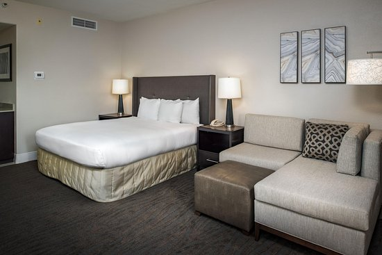 Hilton Santa Cruz / Scotts Valley: King Guest Room
