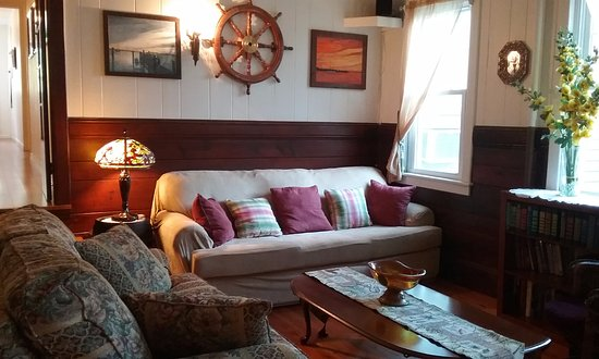 Blackbeard's Lodge: Inside sitting area