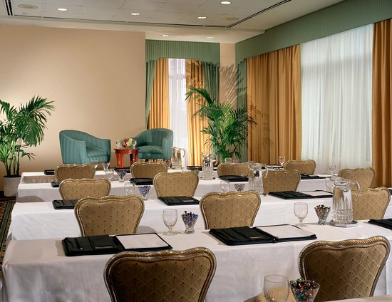 East Brunswick, NJ: Complete Meeting Package offered
