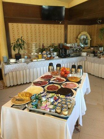 Rey Arturo Hotel: Desayuno tipo buffet