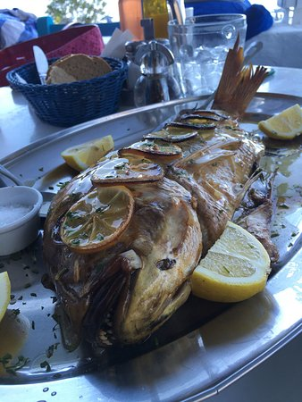 Kira Panagia, Grecia: WHAT CAN I SAY BUT THIS FISH SWAP FOR QUEENSLAND AUSTRALIA 😉 I'm only Kidding you must order th