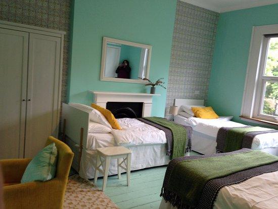 Chambre pour 4 personnes avec salle de bain/toilette - Picture of ...