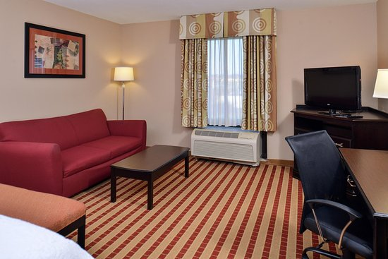 Clarion, PA: Guest Room Living Area