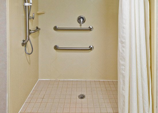 Belmont, Carolina del Norte: Accessible Roll-in Shower