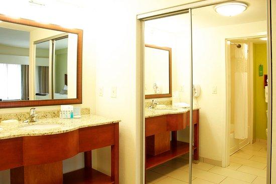 Hickory, NC: Studio Bathroom