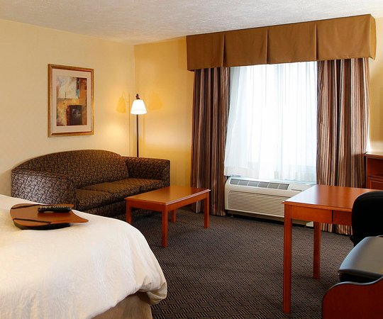 Waterloo, IA: King Guest Room