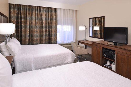Carbondale, IL: 2 Queen Beds