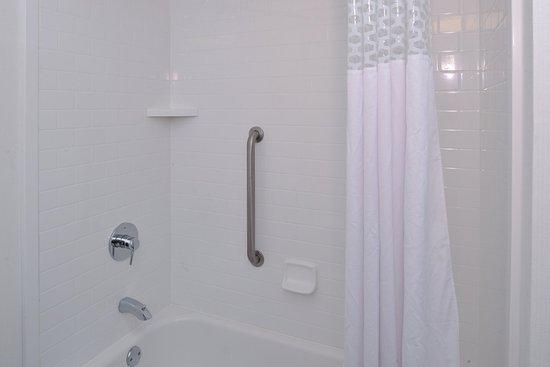 Carbondale, IL: Guest Bathroom Shower