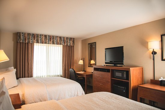 Greeley, CO : Two Queen Guest Room