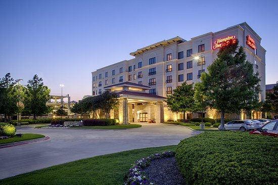 Hampton Inn & Suites Legacy Park-Frisco: Hotel Exterior at Night