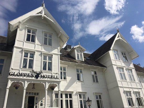 Sandane, Norway: Stovene is situated in Gloppen Hotell