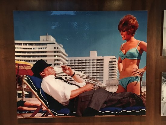 Fontainebleau Miami Beach: Photo exposition of Ol' Blue eyes at the Fontainebleau.