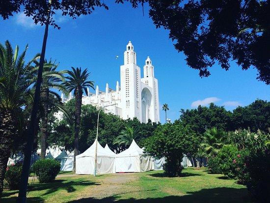 Casablanca, Marruecos: Красивое, спокойное место. Жаль, что собор не действующий.