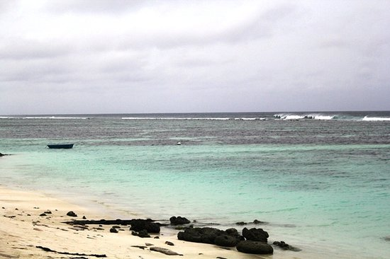 Kaafu Atoll: Pantai di pulau Hulhumale