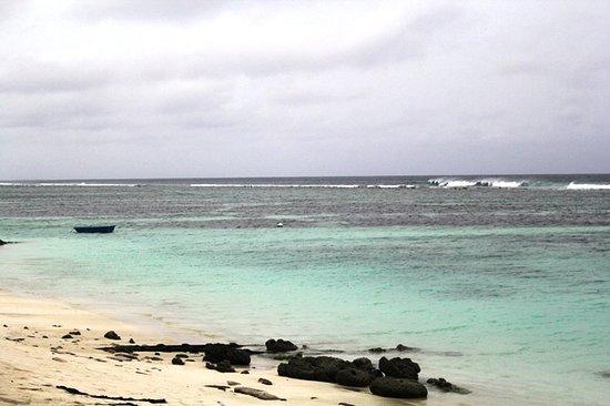 Atolón Kaafu: Pantai di pulau Hulhumale