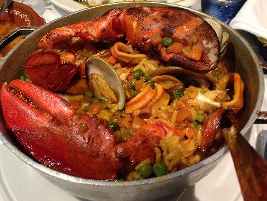 Φολ Ρίβερ, Μασαχουσέτη: Paelha A Valencia was delicious.
