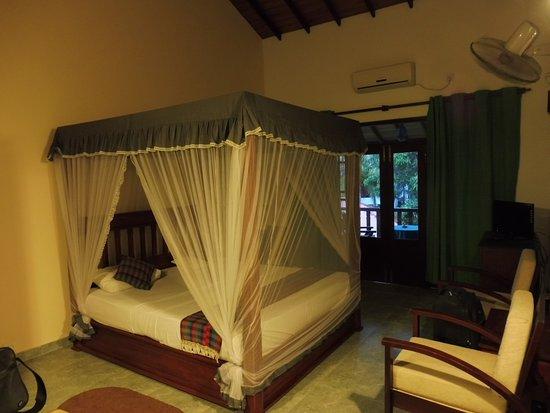 Canal Villa: camera dotata di zanzariera , ventilatore e aria condizionata ( se acquistate la camera con aria