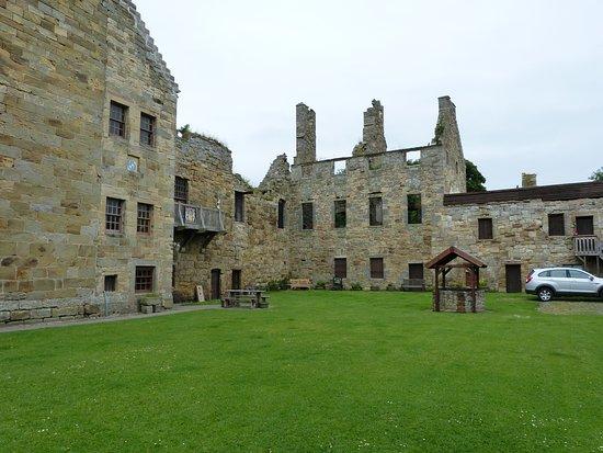Markinch, UK: Balgonie castle