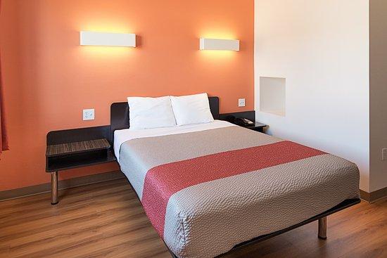 Motel 6 Cleburne: Guest Room