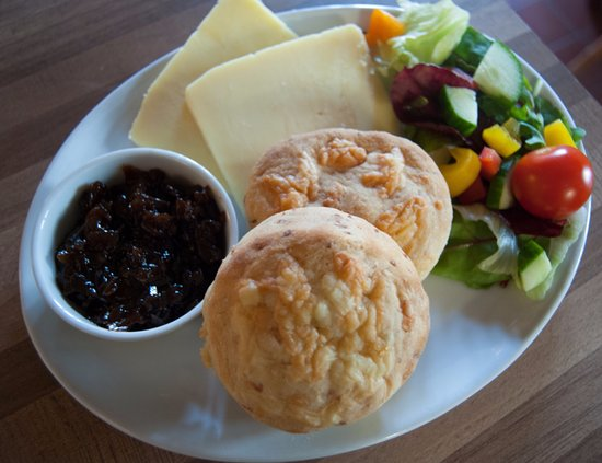 Axbridge, UK: amazing Cheddar Cheese and Chives Scones!!