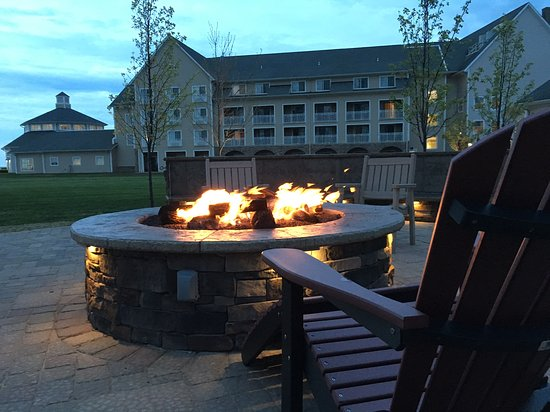 The Lodge at Geneva-on-the-Lake: Fire Terrace by the lake
