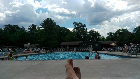 Lake George RV Park: Outdoor pool by main enterance