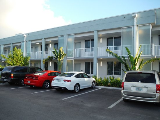 Les Chambres Vue Parking Picture Of Hilton Garden Inn Key West The Keys Collection Key West