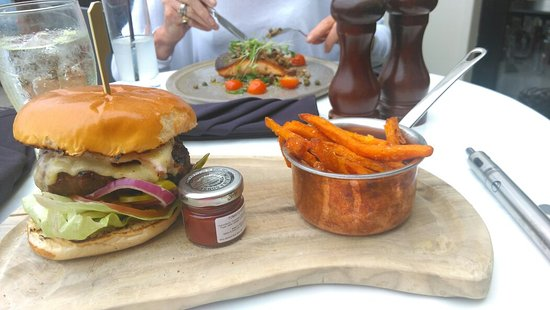 Kegworth, UK: Burger n sweet potato fries £12.50 ?