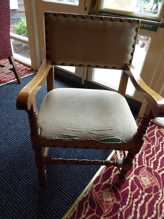 Ashbourne, UK: Shabby, worn seating in the drinking area