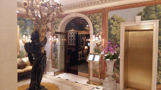 Hotel Plaza Athenee New York Image