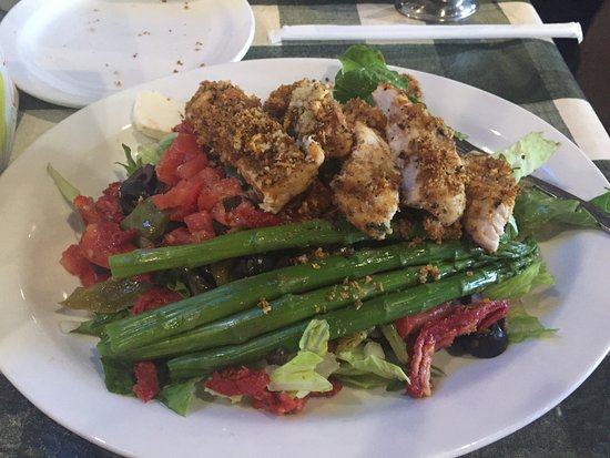 Lake Forest, CA: Rustica Salad, grilled chicken, asparagus, red peppers, lettuce