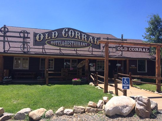 Centennial, Wyoming: Front of the hotel