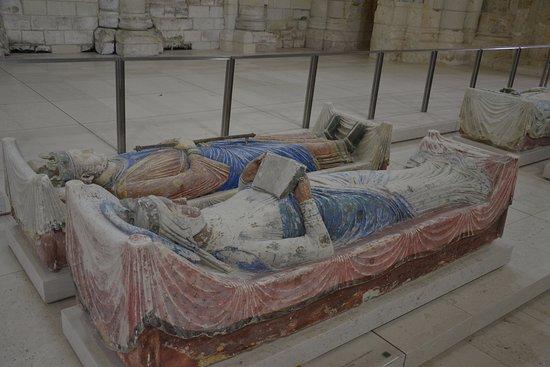 Fontevraud-l'Abbaye, Γαλλία: Gisants d'Henti II Plantagênet, roi d'Angleterre et d'Aliénor d'Aquitaine, reine de France et d'