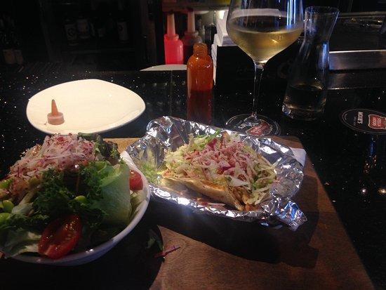 Moxie's Grill & Bar: fish tacos and Sauv Blanc!