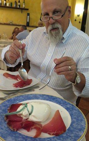 Fabriano, Italia: crudo e burrata