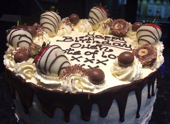 St Mawes, UK: Birthday cake !!!