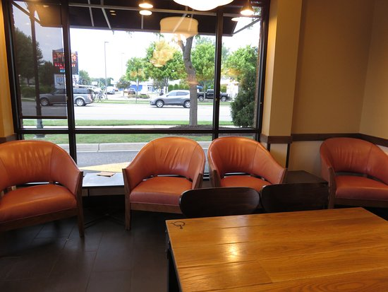 Birch Run, MI: Comfy chairs for extended visits