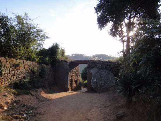Ambohimanga: A gate with round stone for closing