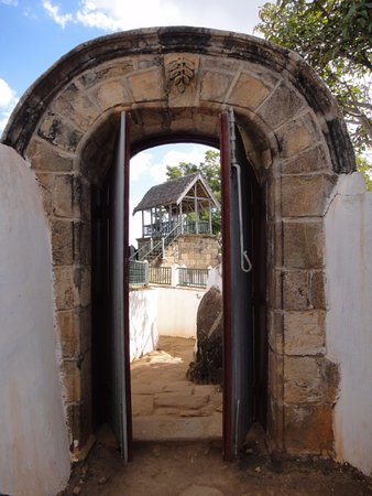 Ambohimanga: Gateway