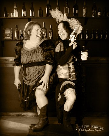 Jonesborough, TN: Western Saloon girls