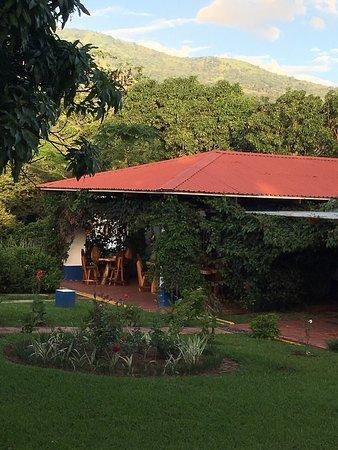 Wunderschöne Unterkunft im tropischen Garten