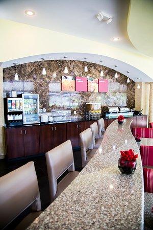 Comfort Suites Bentonville: Breakfast Bar