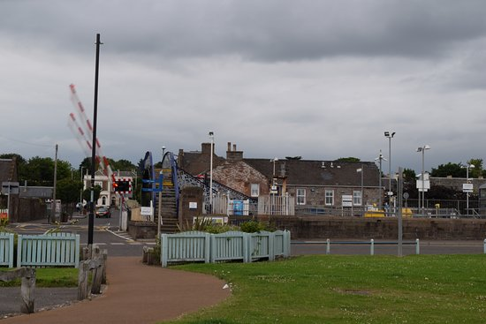 Carnoustie, UK: View of the hotel from the seaside
