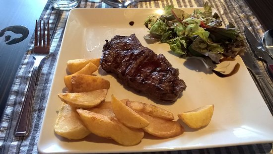 Caerleon, UK: Beautiful Steak! With very chunky chips!!