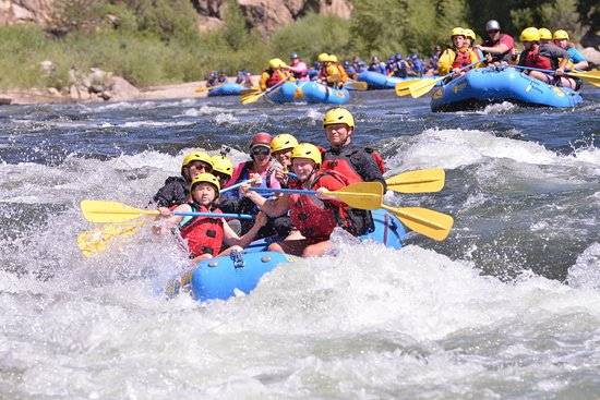 Buena Vista, CO: You're gonna get wet rafting here