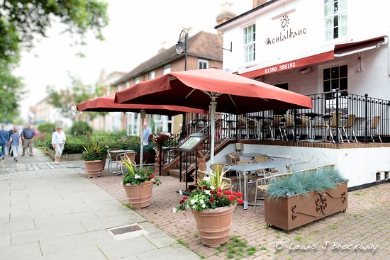 Tenterden, UK: Montalbano Italian Restaurant photo: Lewis Brockway