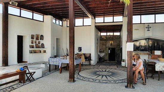 Kolimbia, Grecia: L'interno del Monastero di Tsambika
