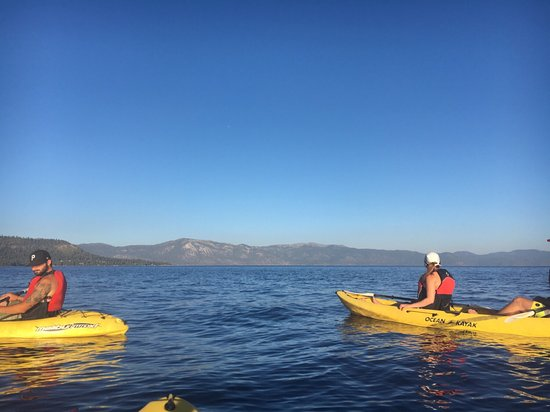 Tahoe Vista, Καλιφόρνια: Sunset kayaking before the star tour!