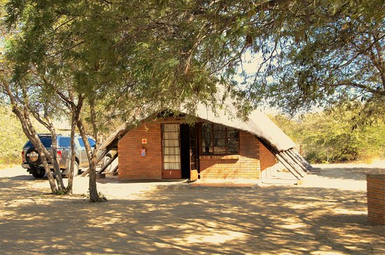 Serowe, Botswana: Not 5* rooms, but down-to-earth little chalets in a sanctuary for wild animals