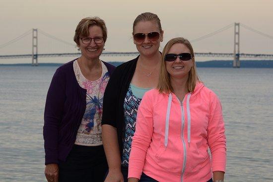 Mackinaw City, MI : Photo on the beach - you can see the whole bridge